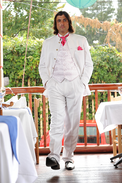 White mandarin collar with pink accessories